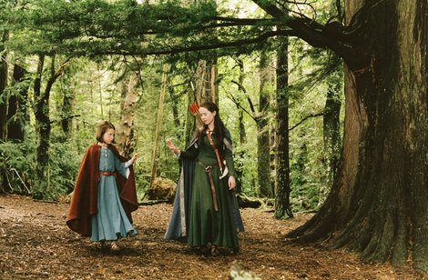 anna-popplewell-and-susan-pevensie-green-gown-gallery